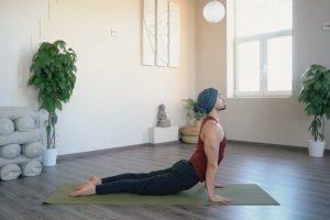 Gerincmobilizáló és tartásjavító jógagyakorlatok 30 percben – 2. szint